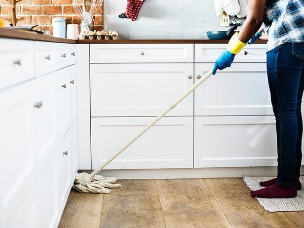 reinigung-mit-Holzbodenseife